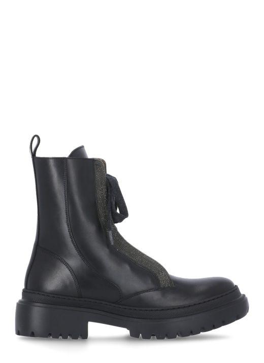 Boot with Precious Contour